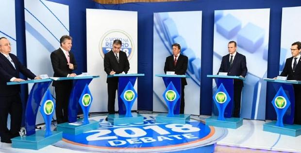 Candidatos trocam acusações, citam corrupção e lembram Silval Barbosa em debate;  veja como foi