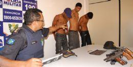Coronel Valdivino determina a saída dos bandidos do auditório; Bruno (meio) ameaçou jornalista e Rony (primeiro à esquerda) também xingou o repórter