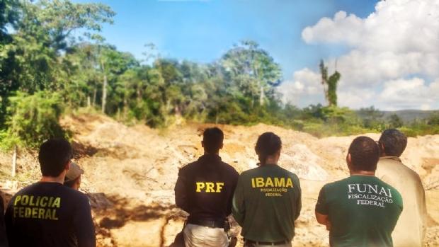 Operação fecha garimpos e local de extração ilegal de madeira em Mato Grosso