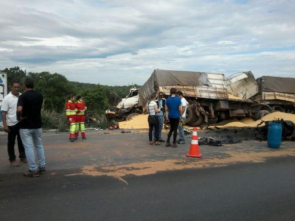 Polícia encontra latas de bebidas alcoólicas e energético em acidente com duas mortes em Jangada; veja fotos