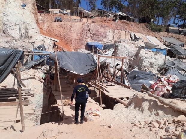 Garimpeiro morre soterrado em buraco de oito metros de profundidade