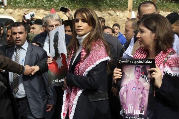Rainha Da Jordania Vai A Protesto Contra Morte De Piloto Por Jihadistas Noticias De Mt Olhar Direto
